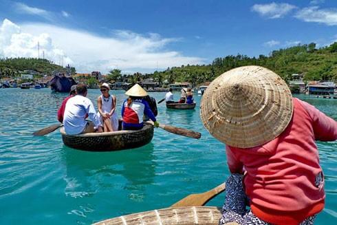 Du lịch tới các vùng biển Việt Nam được nhiều du khách trong nước và quốc tế lựa chọn trong dịp nghỉ giỗ Tổ Hùng Vương và 30-4, 1-5
