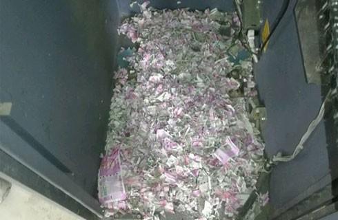 Các tờ tiền trong máy ATM đã bị chuột cắn nát