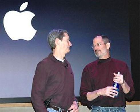 Steve Jobs và Tim Cook - 2 CEO đã giúp Apple tái cấu trúc vượt qua khủng hoảng tồi tệ nhất
