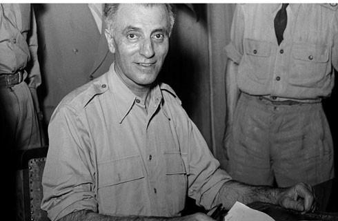Tướng Fazlollah Zahedi ngày 19-8-1953, ngay sau cuộc đảo chính thành công, được bổ nhiệm làm Thủ tướng mới của Iran