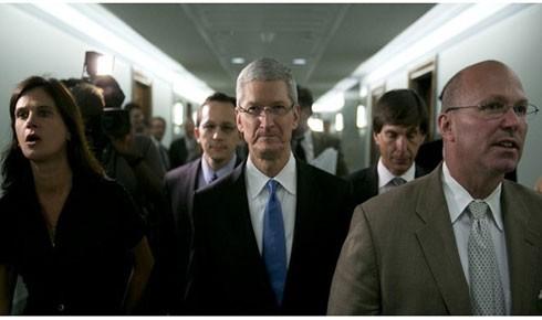 """Doanh nhân Tim Cook - người tài được đưa về và o bế giúp Apple giữ ngôi vị """"người khổng lồ"""" ngành công nghệ"""