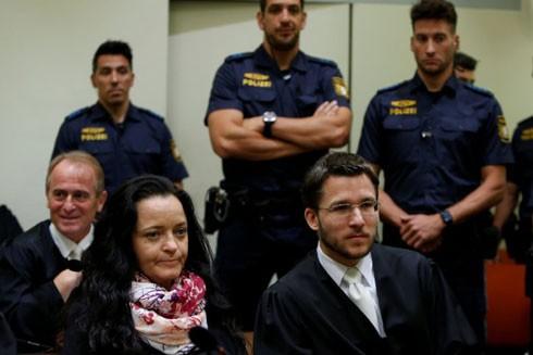 """Beate Zschäpe - thành viên duy nhất còn lại của bộ ba """"đầu não"""" nhóm NSU tại tòa án tối cao ở Munich hôm 10-7-2018"""