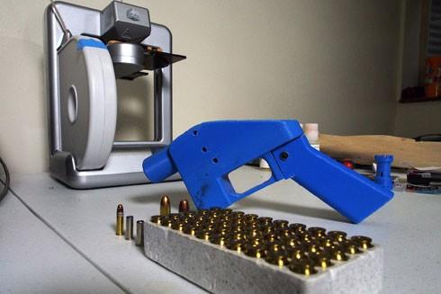 Dù súng in 3D là nhựa nhưng thiết kế của Defense Distributed nguy hiểm ở chỗ bất kỳ ai cũng có thể dễ dàng tạo ra một khẩu súng trong thời gian ngắn nhất và chi phí thấp