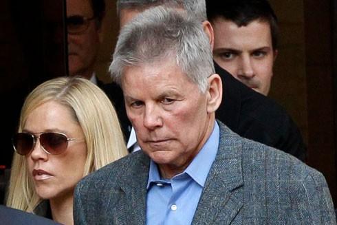 Cựu Nghị sĩ Gary Condit rời khỏi Tòa Thượng Thẩm hạt Columbia tại Washington ngày 1-11-2010, sau khi làm chứng trong phiên tòa xét xử Ingmar Guandique - người đàn ông bị buộc tội sát hại Chandra Levy