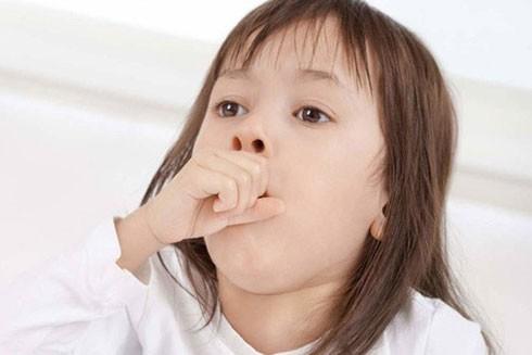 Vào mùa mưa tạo điều kiện thuận lợi cho virus và vi khuẩn phát triển là nguyên nhân chủ yếu gây nên viêm đường hô hấp trên