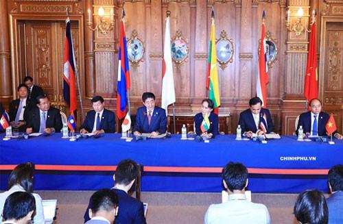 Thủ tướng Nguyễn Xuân Phúc cùng lãnh đạo các nước Campuchia, Lào, Nhật Bản, Thái Lan và Cố vấn Nhà nước Myanmar tại Hội nghị Cấp cao hợp tác Mekong-Nhật Bản