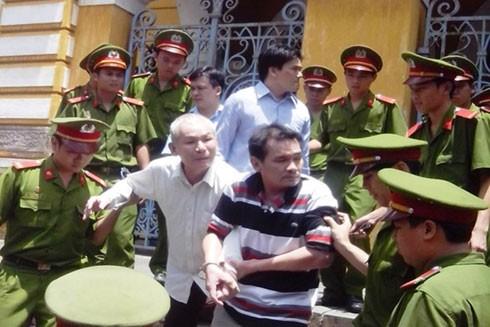 Hai bị cáo đầu vụ của toán cướp Lê Anh Kiệt, tại phiên xử hồi tháng 5-2013