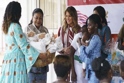 Đệ nhất phu nhân nước Mỹ Melania Trump thăm Bệnh viện khu vực Greater Accra (Ghana), ngày 2-10
