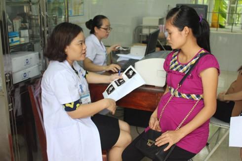 Khám sàng lọc trước sinh giúp phòng ngừa các bệnh truyền nhiễm từ mẹ sang con (Ảnh minh họa)