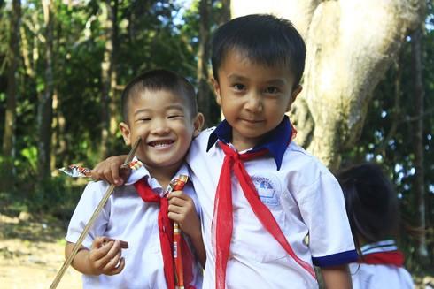 Những đứa trẻ ngây ngô và đáng yêu trên đảo
