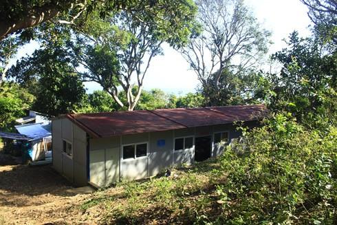 Lớp học tình thương nằm dưới tán cây xanh mát trên đảo Hòn Chuối