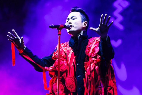Ca sĩ Tùng Dương: Tôi trưởng thành từ những lời chê và chín chắn hơn khi làm bố