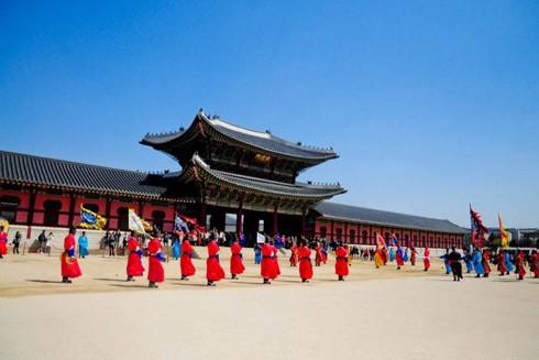 Cung điện Hoàng gia Gyeongbokgung (còn gọi cung Gyeongbok), là cung điện đẹp nhất Thủ đô Seoul, Hàn Quốc