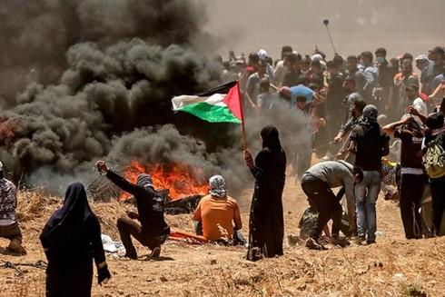 Người biểu tình Palestine đụng độ với binh lính Israel tại dải Gaza