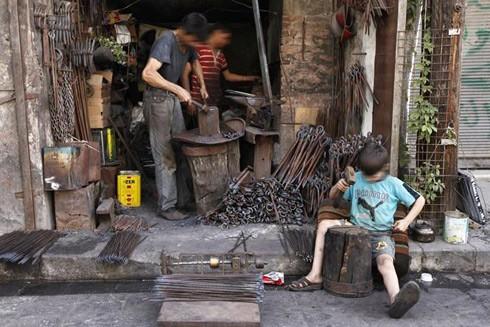 Sử dụng người lao động dưới 16 tuổi làm việc nặng nhọc sẽ bị phạt từ 30 đến 200 triệu đồng hoặc phạt tù