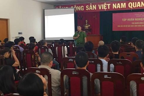 Lực lượng Cảnh sát PCCC và CNCH - CAH Hoài Đức tuyên truyền, tập huấn cho người dân kỹ năng PCCC