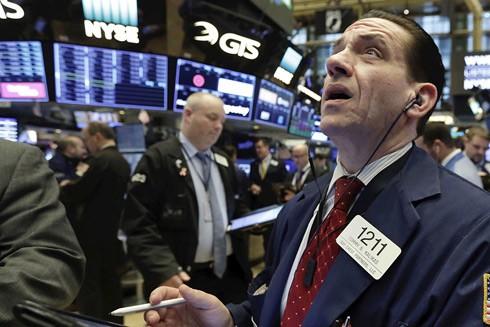 Thị trường chứng khoán New York giảm điểm mạnh sau tuyên bố tăng gấp đôi thuế đánh vào 200 tỷ USD hàng hóa Trung Quốc của Tổng thống Donald Trump