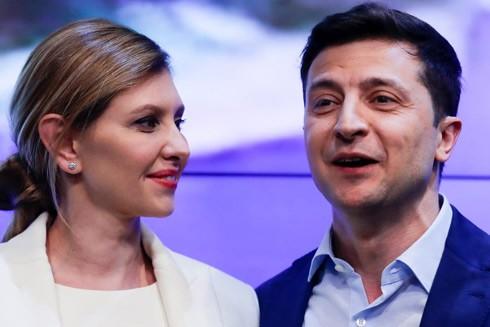 """Trước khi bước vào chính trường, vợ chồng ông Volodymyr Zelenskiy rất """"ý hợp tâm đầu"""" trong làm các chương trình hài kịch"""