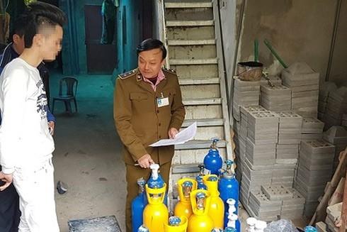 Lực lượng chức năng Hà Nội kiểm tra, xử lý nhiều cơ sở kinh doanh khí N20 không rõ nguồn gốc