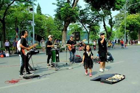 Âm nhạc đường phố đang trở thành món ăn tinh thần của người dân Thủ đô
