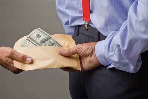 """Có thể tố cáo người lừa đảo nhận tiền """"chạy án"""" tội lừa đảo chiếm đoạt tài sản (Ảnh minh họa)"""