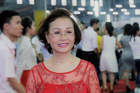 Phía sau thành công của doanh nghiệp tỉ đô là bà Phạm Thị Nụ - người phụ nữ yêu thương chồng con với tình cảm vô bờ bến