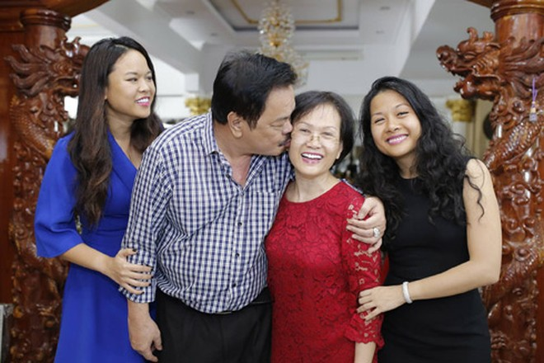 Hạnh phúc của gia đình nhỏ Dr.Thanh trở thành nền tảng để tạo nên hạnh phúc của đại gia đình Tập đoàn Tân Hiệp Phát