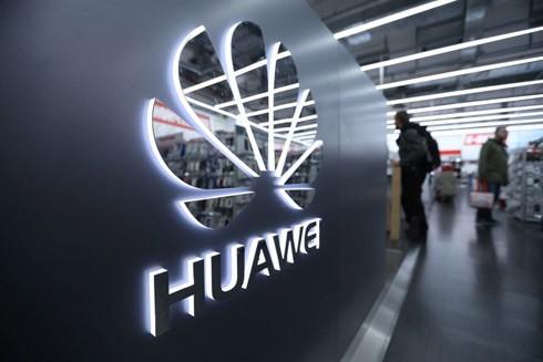 Bộ Thương mại Mỹ vừa bật đèn xanh cho Tập đoàn Huawei của Trung Quốc mua các thiết bị của công ty Mỹ