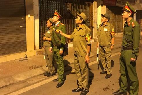 CAQ Hai Bà Trưng, Hà Nội cùng đội viên bảo vệ dân phố trong phiên tuần tra đêm