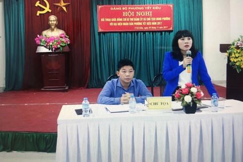 Bí thư Đảng ủy phường Yết Kiêu (quận Hà Đông, Hà Nội) Nguyễn Thị Nhã phát biểu trong một buổi đối thoại với người dân
