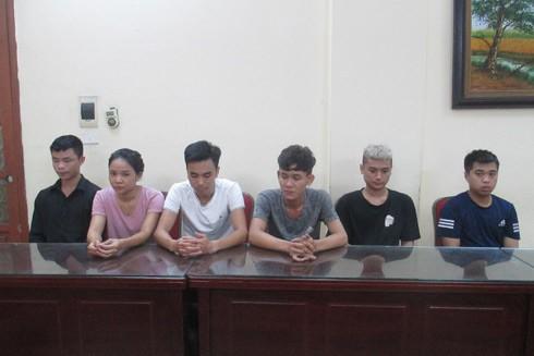 Vũ Văn Hải (thứ 3 từ phải sang) cùng đồng bọn trong ổ nhóm