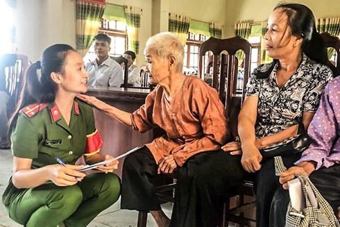 Người dân đặt niềm tin, tình cảm dành cho chiến sĩ Công an Hà Nội
