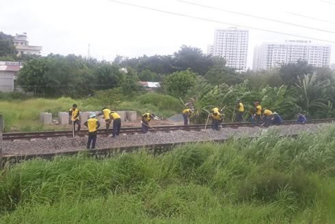 Công việc vất vả, nhưng thu nhập của lao động đường sắt quá thấp