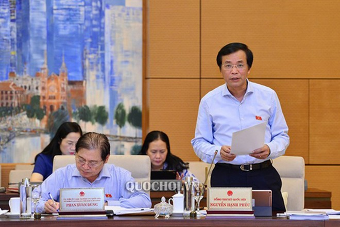 Tổng Thư ký Quốc hội Nguyễn Hạnh Phúc đại diện cho cơ quan soạn thảo trình dự luật trước Ủy ban Thường vụ Quốc hội