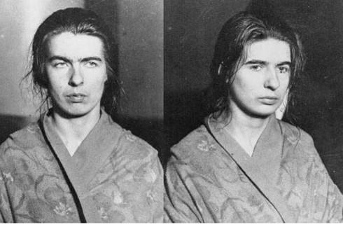 Chị em nhà Papin sau khi bị bắt giữ; Christine (bên trái) và Lea (bên phải)