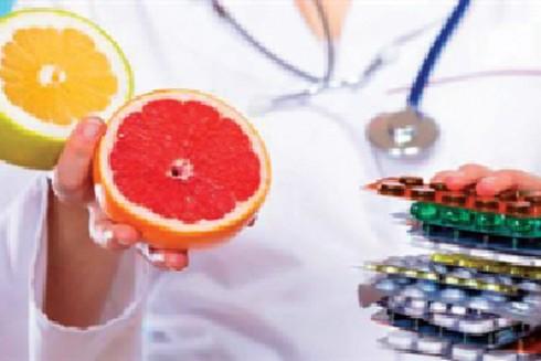 Việc tiêu thụ thực phẩm chua hoặc đồ uống có chứa nhiều axit cũng có thể hạn chế sự hấp thu của thuốc khi vào cơ thể