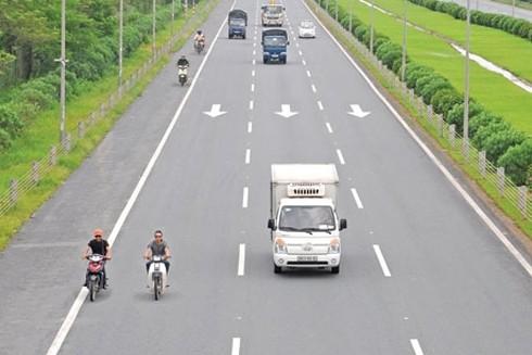 Xe máy đi vào đường cao tốc là vi phạm quy định về an toàn giao thông (Ảnh minh họa)