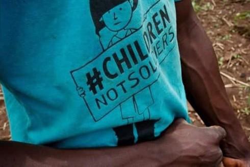 Hơn 3.200 trẻ em đã từng phải đi lính, phục dịch, hay làm vợ các chiến binh trước năm 2018 tại Nam Sudan (Trong ảnh: Một cựu binh lính trẻ em tại Yambio)