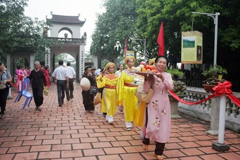 Nhân dân địa phương và du khách trảy hội đền An Sinh