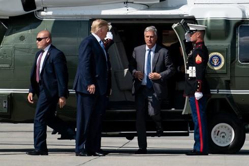 Tổng thống Mỹ và ông Robert O'Brien trước chuyến công tác tới Los Angeles ngày 18-9