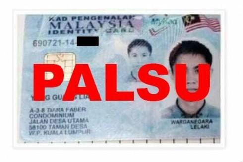 """Thẻ căn cước công dân Malaysia giả với hình ảnh người được cho là người gốc Hoa (""""Palsu"""" có nghĩa là giả)"""