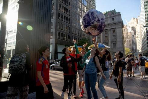 Người biểu tình vì môi trường bên ngoài thành phố New York, Mỹ