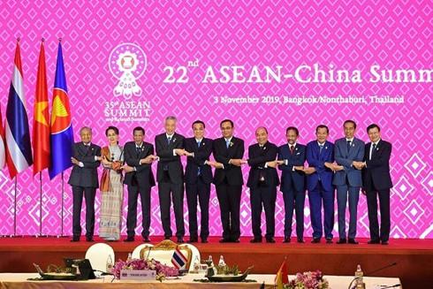 Thủ tướng Nguyễn Xuân Phúc đã nêu rõ quan điểm - lập trường nhất quán của Việt Nam về vấn đề Biển Đông trong Hội nghị cấp cao ASEAN với Trung Quốc