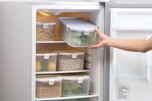 """Kiểm tra lại những hộp đựng thực phẩm bằng nhựa và vứt đi những hộp bằng nhựa cứng, mờ có in chữ """"PC"""""""