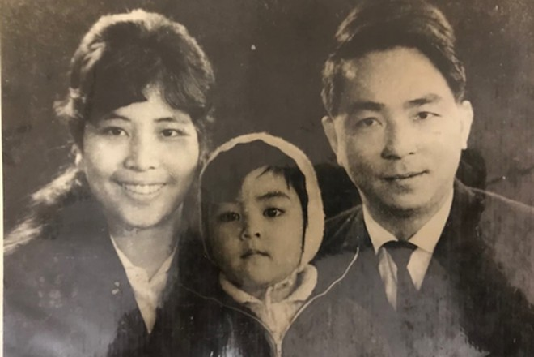 Ông Vũ Văn Hạc bên vợ và con