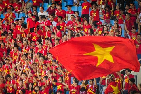 Sân Rizal Memorial tràn ngập sắc đỏ của cổ động viên Việt Nam