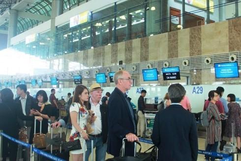 Người nước ngoài thăm thân tại Việt Nam phải được thực hiện theo quy định