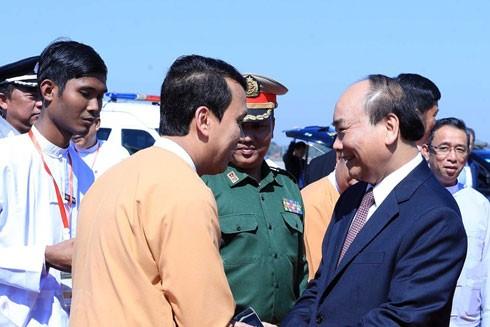 Lễ tiễn Thủ tướng Nguyễn Xuân Phúc tại sân bay quốc tế Yangon, Myanmar