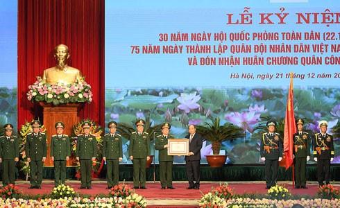 Các đại biểu dự lễ kỷ niệm chụp ảnh chung