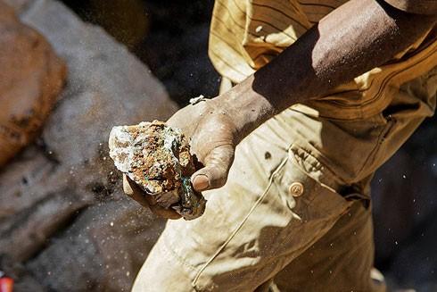 Thị trường săn lùng kim loại hiếm cobalt trong kỷ nguyên công nghệ mới